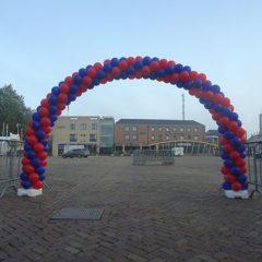ballonnenboog-rood-blauw-pieperfestival-emmeloord